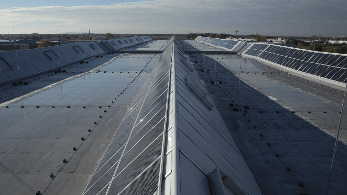 LAMILUX Continuous Rooflight S at the Logistics Center, Hoppegarten